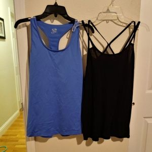 2 active wear tanks